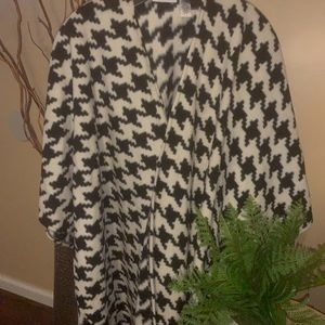 Susan Graver Jackets & Coats - Cozy Shawl 💋
